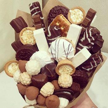 Поздравление из конфет и шоколада фото 886